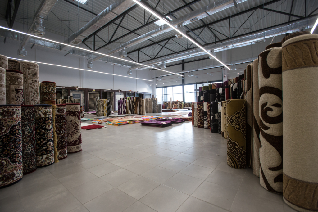 wnętrze sklepu z dywanami w Parku Handlowym MARYWILSKA 44